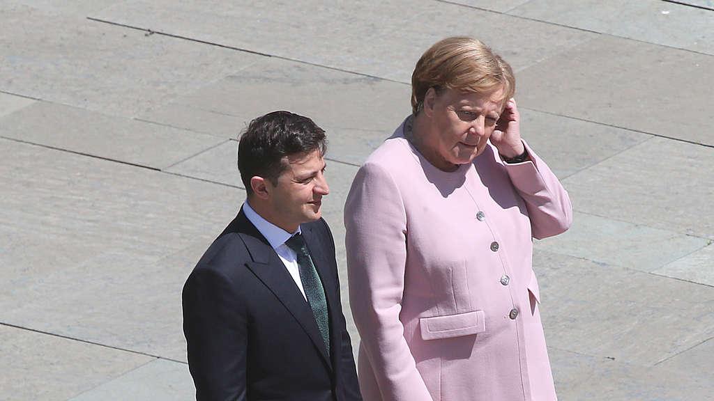 Zitteranfall Merkel Arzt